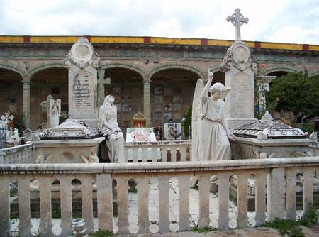 Solo falta la firma de la federación para intervenir el panteón Santa Paula