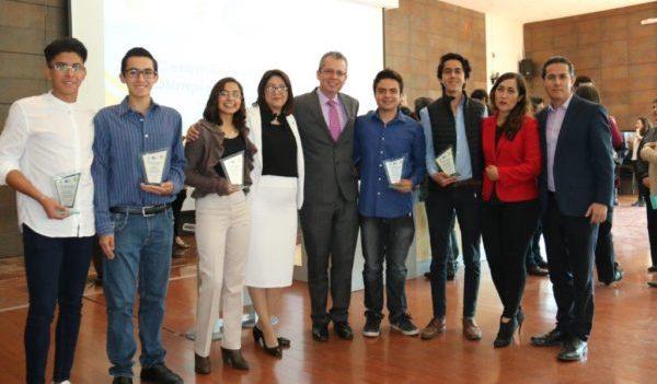 Reconoce ejecutivo a estudiantes de las Olimpiadas de las Ciencias 2018