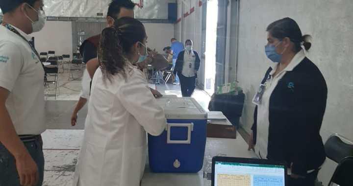 Quedan vacunas Pfizer contra el COVID, solo en la sede del Macrocentro Deportivo Valenciana