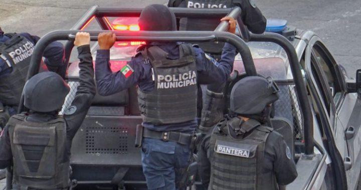 Vinculan a proceso a 5 policías leoneses por delito de cohecho