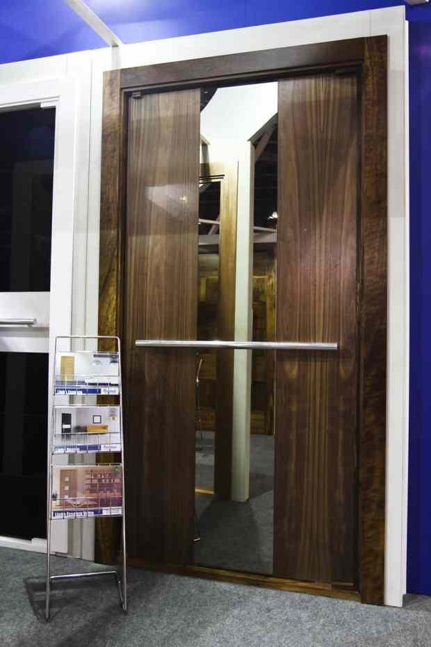 Porta Pivotante de Entrada - Madeira - Vidro - Espelho - Alto Padrão