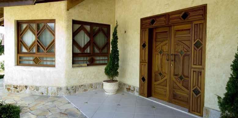 Fábrica de esquadrias de madeira Portalmad - Tudo em portas e janelas