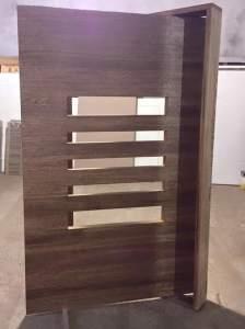 Porta de madeira de entrada - Pivotante- Cedro Arana