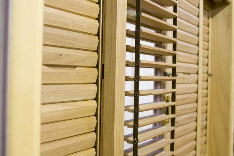 Janelas venezianas moveis articuladas esquadrias madeira