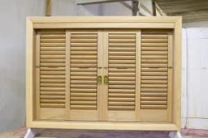 janela veneziana articulada movel palheta esquadrias madeira
