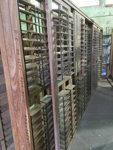 venezianas articuladas - palheta móvel - esquadrias de madeira - portas