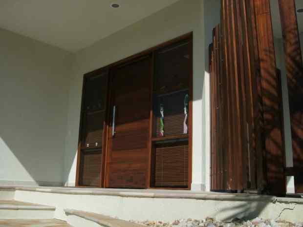 Porta de entrada- Madeira maciça - Alto padrão