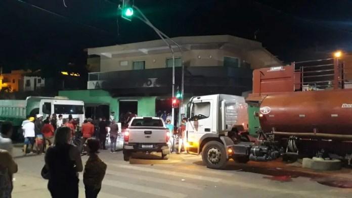 Loja de produtos agrícolas AGROSOLO pega fogo em Marataízes. Confira o vídeo!