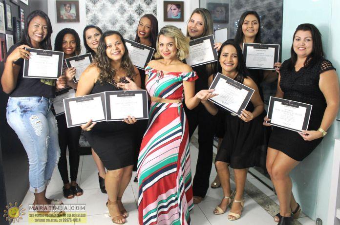 Formatura do curso de Designer de Sobrancelha e Extensão de Cílios na Instituição Lívia Coelho
