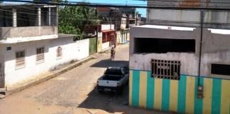 """Homem é baleado na """"rua da bacia"""" em Marataízes"""