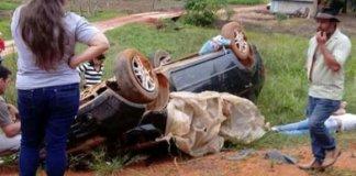 Capotamento de carro em estrada de chão, mata motorista, e deixa duas crianças feridas