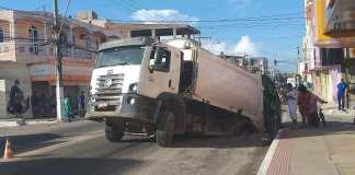 Rompimento em Rede de Abastecimento do SAAE faz asfalto ceder em Marataízes