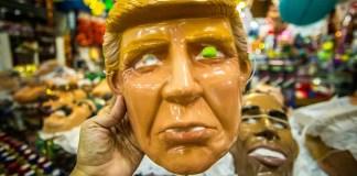 Como o Carnaval está se aproximando, os preparativos para a festa já começaram na Rua 25 de Março, na região central da cidade de São Paulo. As lojas de fantasia estão apostando nas vendas de máscaras