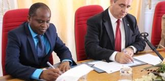 AIM que cita o diário electrónico Mediafax, escreve na sua edição que Mahamudo Amurane deixou claro que o seu divórcio com o MDM é um facto consumado.