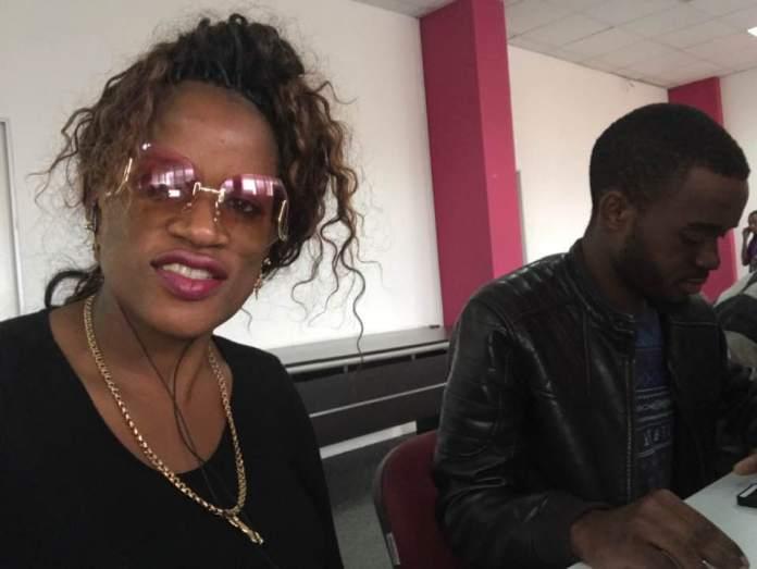 A apresentadora e empresária Maria de Lurdes está sendo vítima de uma onda de críticas só pelo facto de ela aparecer em cartazes como DJ.