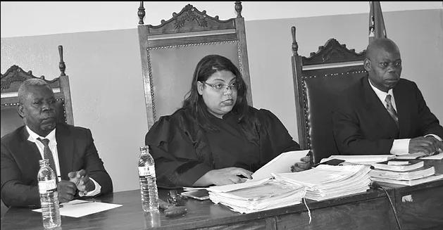 No dia 4 de Fevereiro de 2017 procedeu novamente à modificação da sua classe, para magistrado do ministério público, tendo recebido um ordenado como procurador provincial chefe de secção se trata-se.