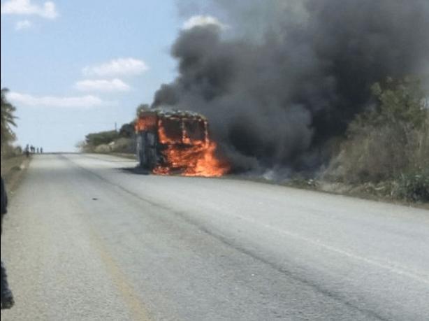 Uma viatura da frota Maningue Nice ardeu ontem terça-feira no distrito de Gilé, Província central da Zambézia.