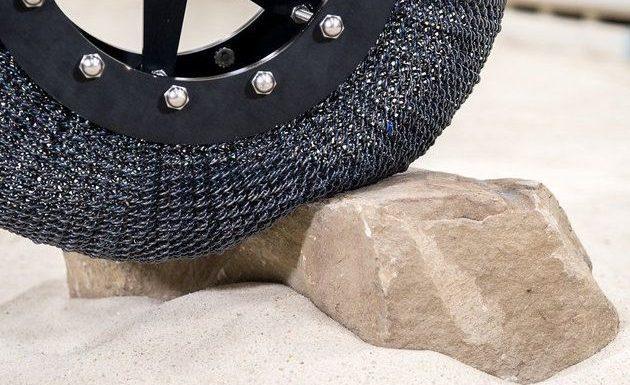 Imaginou viver num mundo onde os pneus não furassem? A NASA sim, mas infelizmente ela não estava pensando no planeta Terra.A agência espacial americana