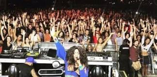 """a cantora actuou este sábadono """"Festival Favela Sounds"""", em Brasília, no Brasil. Em Brasília, ela ainda participou em workshops e palestras socio-educativas sobre variados temas"""