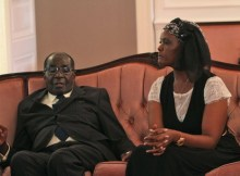 Robert e Grace Mugabe receberam o exílio político na África do Sul, em residência oficial do governo, por motivos de segurança