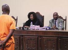 O arguido Zófimo Muiuane, acusado de ter morto a tiro a própria esposa, Valentina Guebuza, em 2016, nega todas as acusações que pesam sobre si.