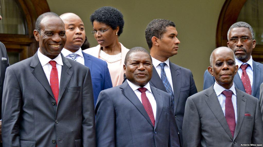 Alguns analistas criticam a política de austeridade do governo moçambicano, que numa situação de crise económico-financeira, agravada pelas chamadas dívidas ocultas, adquire um avião para o Presidente da República.