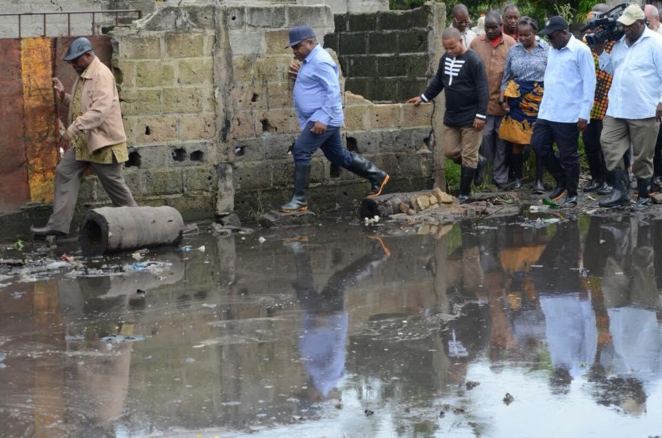 Hoje, visitei o local de reassentamento no bairro Ferroviário, na cidade de Maputo, criado para assistir as famílias vitimas do deslizamento de resíduos sólidos na lixeira de Hulene