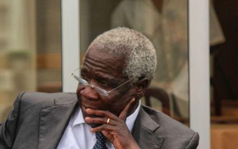 O presidente da Renamo, Afonso Dhlakama, ameaçou abandonar as negociações de paz se se mantiver um plano de fraude na votação da segunda volta das intercalares