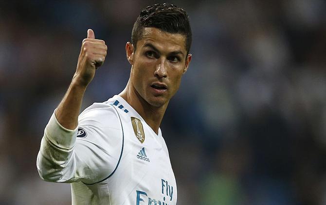 Cristiano Ronaldo é, mais uma vez, o melhor avançado cotado com 90.8 pontos, à frente de Higuaín ou Harry Kane, Importa rererir que...