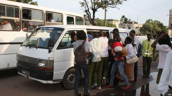 """O transporte semi-colectivo de passageiros, vulgarmente conhecido por """"chapa 100"""", será mais caro, a partir do dia cinco (5) de Março, com a entrada em vigor das novas tarifas."""