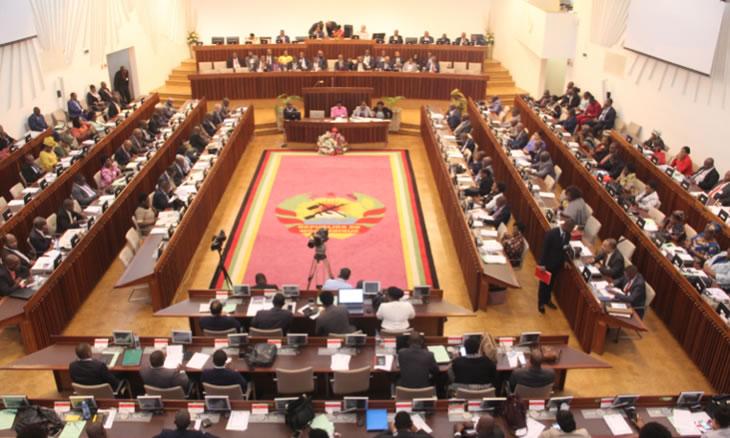 A Assembleia da República vai suspender, esta semana, os trabalhos da plenária, de modo a permitir a participação dos deputados nas exéquias de Afonso Dhlakama
