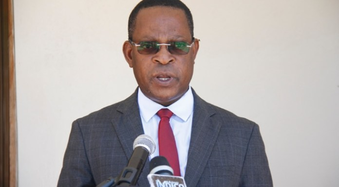 Isac Chande, ministro da Justiça e dos Assuntos Constitucionais e Religiosos, foi eleito esta quinta-feira, pelo Parlamento, como o novo Provedor de Justiça