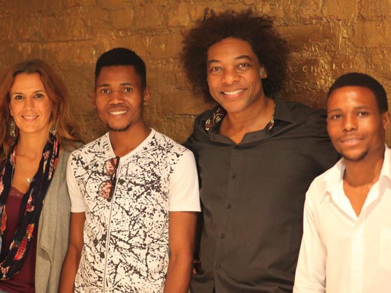 """O acordo foi feito depois dos talentosos músicos terem actuado no """"Quinta acústica"""" da quinta-feira (10) no espectáculo do Stewart Sukuma"""
