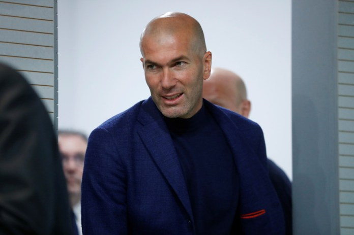O treinador do Real Madrid Zinedine Zidane vai deixar o clube madrileno, anunciou hoje em conferência de imprensa garantindo não estar