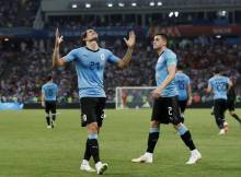 Dois golos de Cavani contra apenas um de Pepe puseram Portugal fora do Mundial nos oitavos de final. A competição perde Ronaldo e Messi