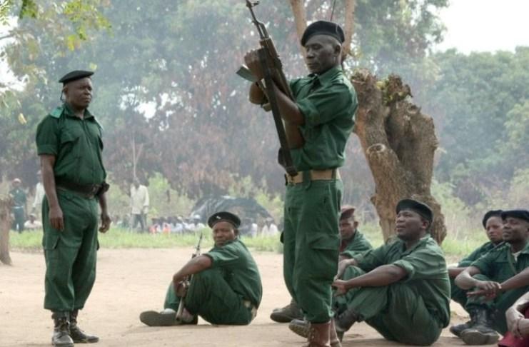 No comício que orientou ontem na cidade da Maxixe, no último dia da visita de trabalho à província de Inhambane, Nyusi disse que guerrilheiros da Renamo querem sair do mato