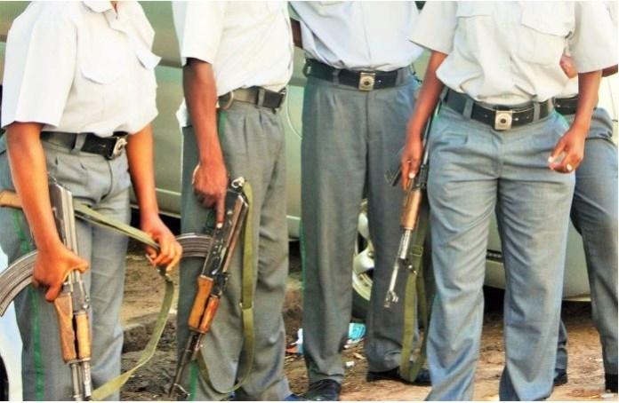 Um agente da Polícia da República de Moçambique, com a patente de sargento-principal, afecto no Comando Distrital da Gorongosa, está detido desde a passada sexta-feira