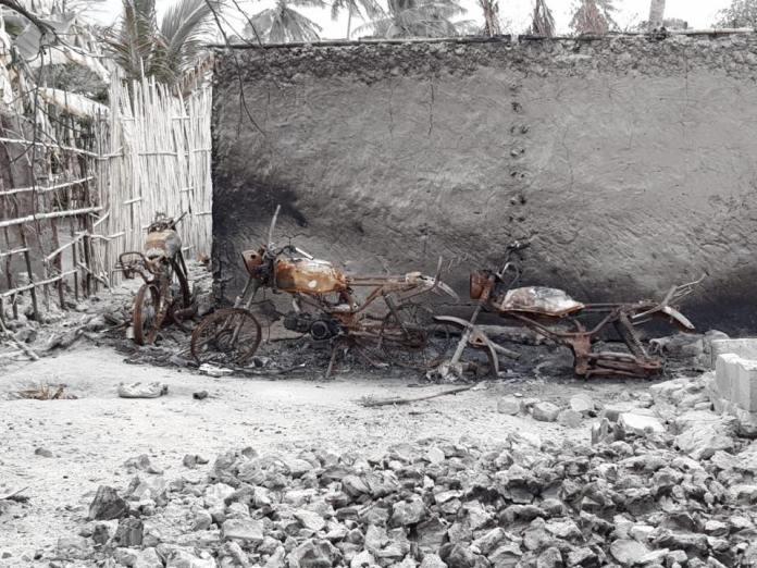 O grupo desconhecido, com cerca de uma dezena de pessoas, entrou a pé na aldeia, pertencente ao posto administrativo de Mucojo, distrito de Macomia