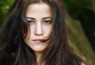 Yasmin Gomlevsky - Portal Overtube