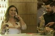 Nádia (Eliane Giardini) e Odair (Felipe Titto) em O Outro Lado do Paraíso