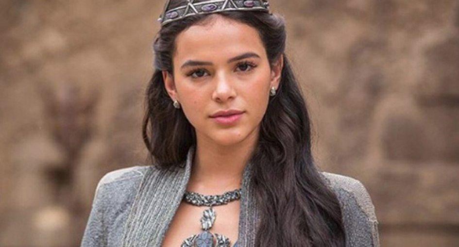 Catarina (Bruna Marquezine) em Deus Salve o Rei