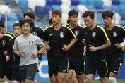 Seleção coreana trocou de camisa em amistosos para evitar espionagem Sueca (Foto: Reprodução)