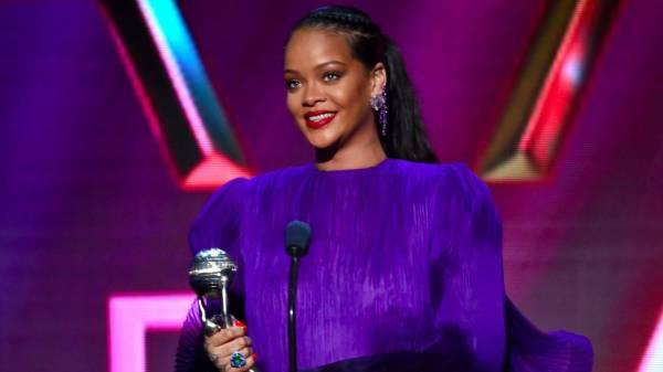 OMG! Insider diz que Rihanna lançará música no mesmo dia que Lady Gaga