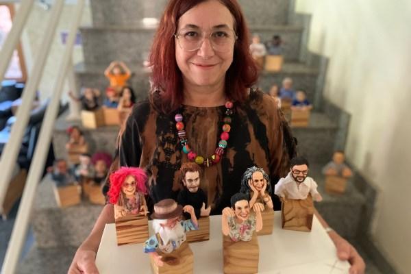 Arte em papel machê: Madalena Marques produz esculturas realistas de grandes músicos brasileiros