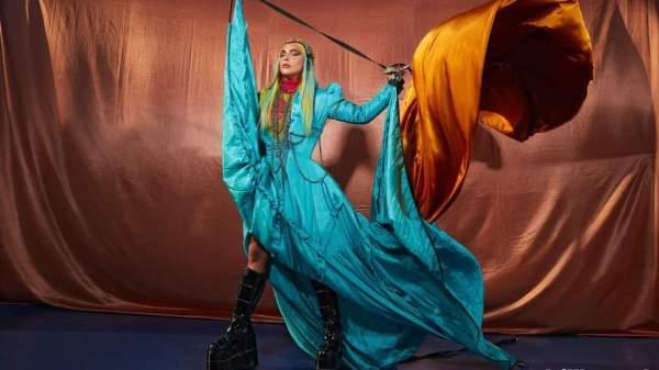 """Lady Gaga é capa em nova edição da Billboard   Clipe de """"911"""" mais próximo do que esperávamos"""