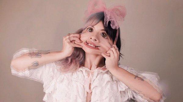 "Melanie Martinez anuncia ""The Bakery"", novo single do ""After School"""