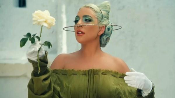 """Lady Gaga divulga bastidores do clipe de """"911"""""""