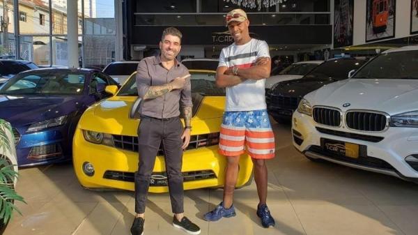 Empresário paulistano, Tiago Tcar ganha fama ao vender carros para artistas