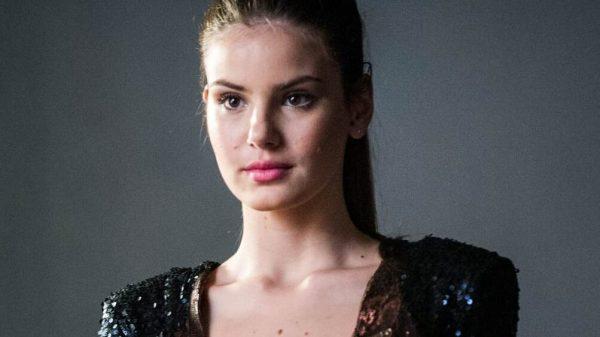 """Camila Queiroz no papel de Angel, protagonista de """"Verdades Secretas"""" (Foto: Reprodução/ Globo)"""