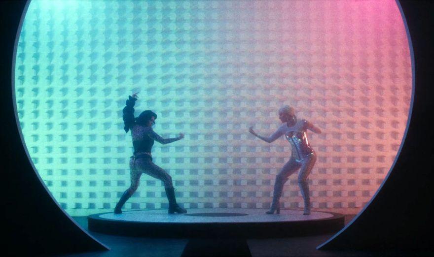 """Kesha luta contra si mesma no clipe de """"Stronger"""" (Foto: Reprodução/ YouTube)"""
